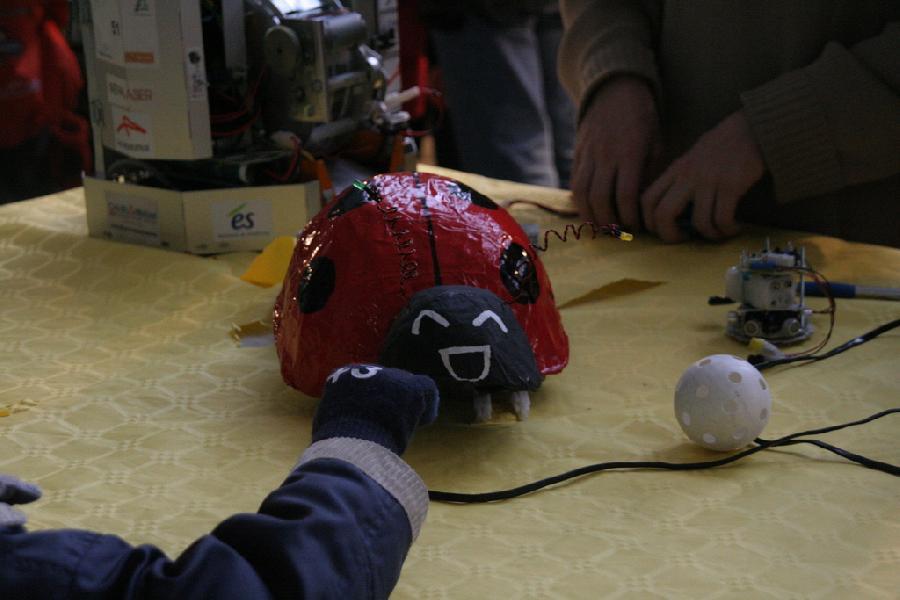 Cocci, le robot pyrotechnique de l'INSA