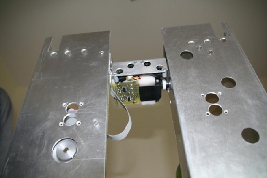 Mecanique de l'ascenseur du robot colonne'l vu du bas