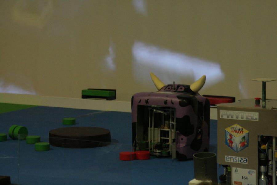 Le robot de L'ENSMM lors du robot fait son show
