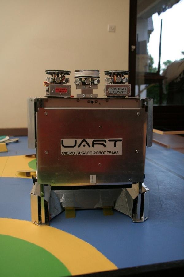 Grand robot pour les sponsors arrière porte ouverte