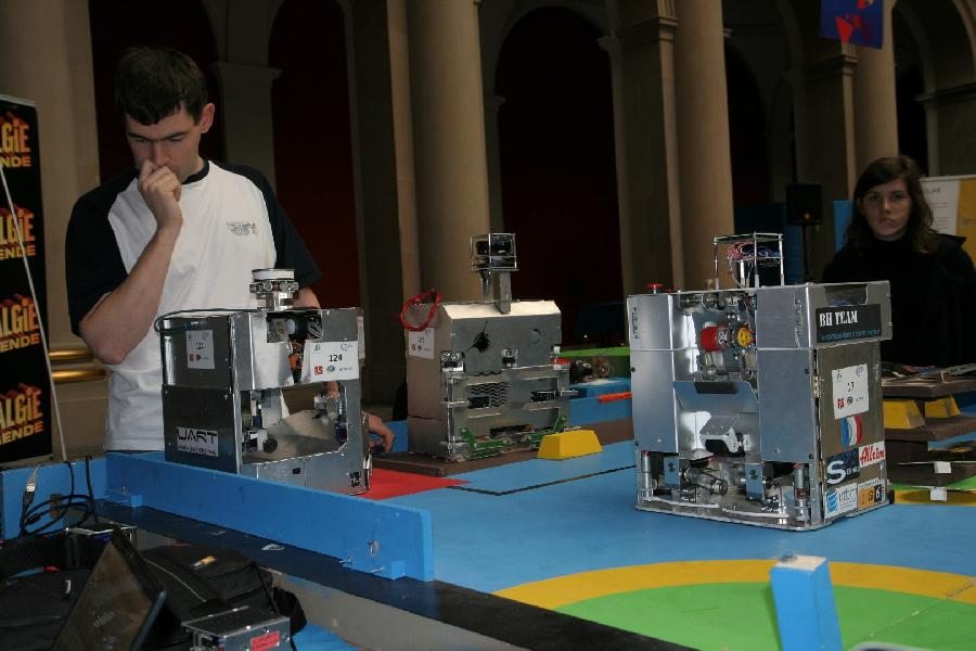 Les trois robots insa Bh team et µart