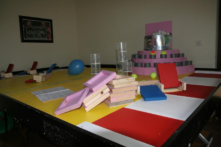 un petit coup de peinture et les éléments et la table seront finalisés